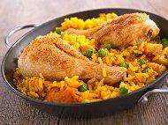 Рецепта Печени сочни пилешки бутчета с ориз, грах и ароматни подправки на фурна
